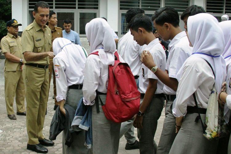 Wagub Sumut Musa Rajekshah melakukan monitoring dan evaluasi UNBK di SMK Negeri 10 Medan, Senin (25/3/2019)