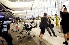 Tongkat Pemukul dan Semprotan Merica Warnai Kerusuhan di Bandara Hong Kong