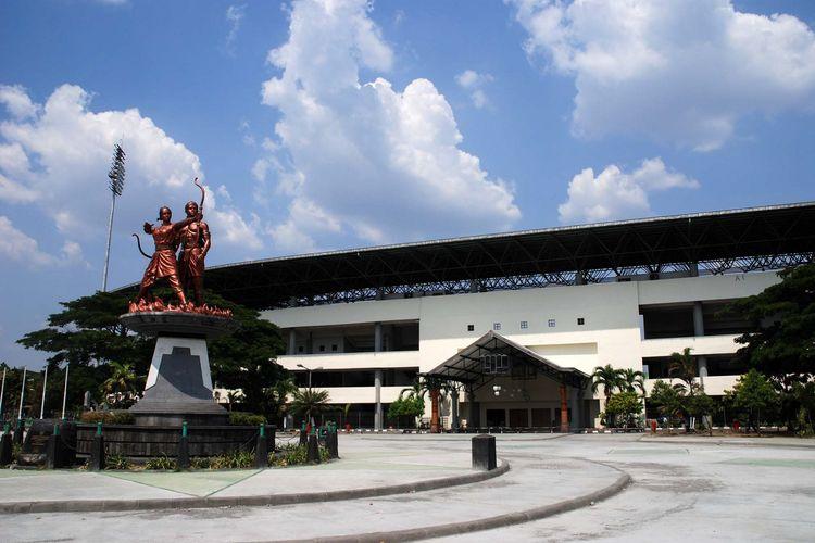 Wajah Stadion Manahan, Solo, Jawa Tengah, sebelum ganti wajah yang dimulai pada Agustus 2018. Foto ini diambil pada 18 Oktober 2011.