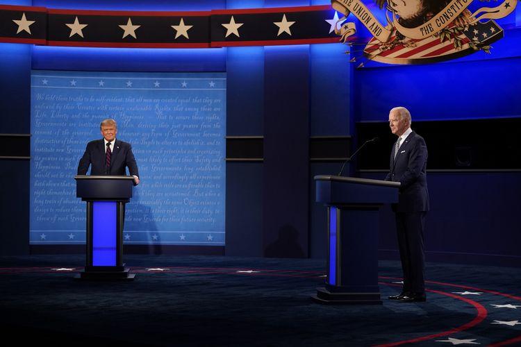 Presiden Amerika Serikat Donald Trump dan kandidat presiden dari Partai Demokrat Joe Biden selama debat perdana Pilpres AS di Case Western University and Cleveland Clinic di Cleveland, Ohio, pada 29 September 2020.