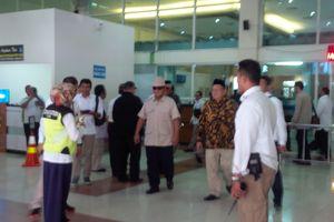 Prabowo Berziarah ke Makam Soeharto di Karanganyar