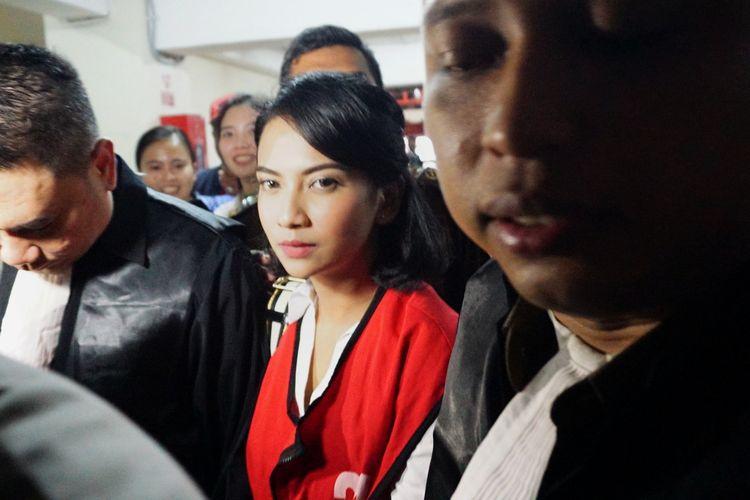 Artis peran Vanessa Angel saat menghadapi sidang putusan di Pengadilan Negeri Surabaya, Rabu (26/6/2019).