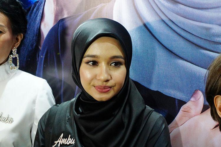 Artis peran Laudya Cynthia Bella saat ditemui di gala premiere film Ambu di Plaza Senayan, Jakarta Pusat, Rabu (1/5/2019).