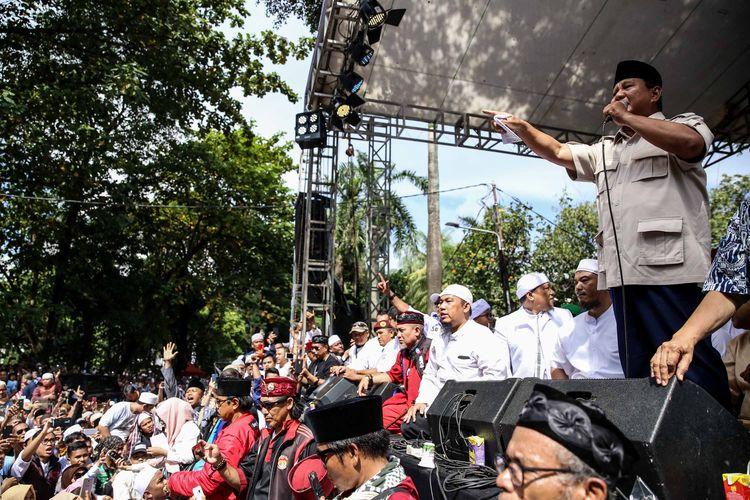 Capres nomor urut 02, <a href='https://sumsel.tribunnews.com/tag/prabowo-subianto' title='PrabowoSubianto'>PrabowoSubianto</a> saat mendeklarasikan kemenangannya pada Pilpres 2019 di kediaman Kertanegara, Jakarta Selatan, Jumat (19/4/2019). Prabowo kembali mendekalarasikan kemenangannya versi real count internal BPN sebesar 62 persen.