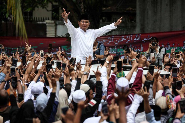 Capres nomor urut 02, Prabowo Subianto tiba di kediaman Kertanegara untuk mendeklarasikan kemenangannya pada Pilpres 2019 di Jakarta Selatan, Jumat (19/4/2019). Prabowo kembali mendekalarasikan kemenangannya versi real count internal BPN sebesar 62 persen.