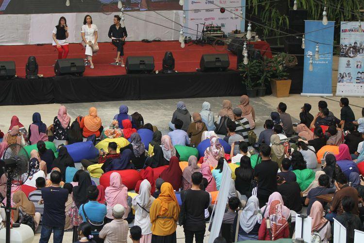 Rahayu Saraswati (baju putih, tengah, di panggung) menjadi pembicara di Kompasianival 2019 Reunite yang diselenggarakan di One Bell Park, Jakarta Selatan, Sabtu, (23/11/2019). Kompasianival merupakan ajang kopi darat terbesar di Indonesia bagi para kreator konten dan komunitasnya.