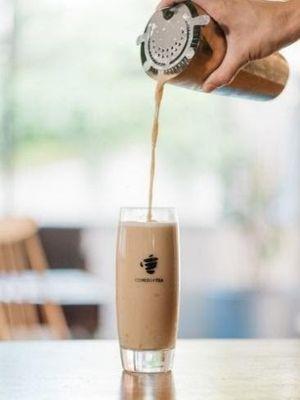 COMEBUYTEA menawarkan pengalaman minum teh yang menyenangkan bagi pelanggannya.
