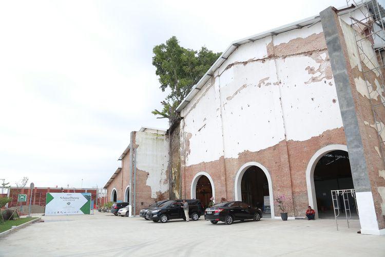 Area Drop Off. Rest Area KM 260B Heritage-Banjaratma awalnya merupakan bangunan Pabrik Gula Banjaratma yang didirikan oleh perusahaan perkebunan yang berpusat di Amsterdam, Belanda, NV Cultuurmaatschappij pada 1908.