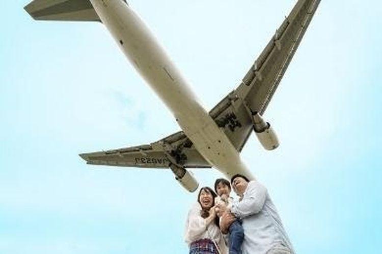 Kamu suka pesawat terbang? Pinggir Sungai Senri adalah tempat yang tepat untukmu.