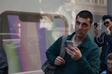 Poni Layar yang Sempat Disindir Samsung Bakal Dipakai di Ponsel Galaxy?