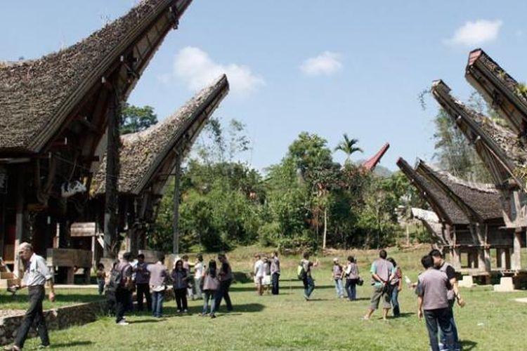 Rumah adat Toraja di Karuaya, Kabupaten Tana Toraja, Sulawesi Selatan.