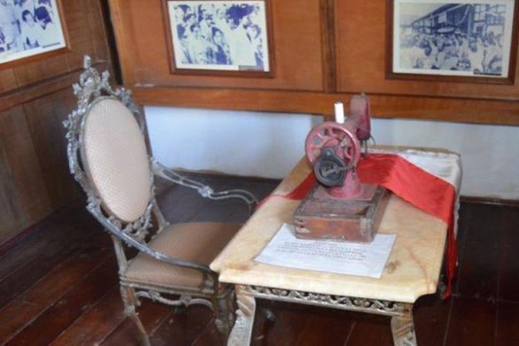 Mesin jahit konon dengan alat inilah Ibu Fatmawati menjahit bendera kemerdekaan 17 Agustus 1945