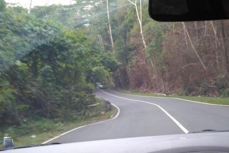 Taman Hutan Raya Bukit Soeharto terletak di Kabupaten Kutai Kartanegara dan Kabupaten Penajam Paser Utara, Kalimantan Timur.