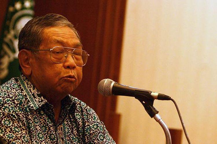 [ARSIP FOTO] KH Abdurrahman Wahid (Gus Dur) menggelar jumpa pers di Kantor PB Nahdlatul Ulama, Jakarta, Rabu (19/11/2009).
