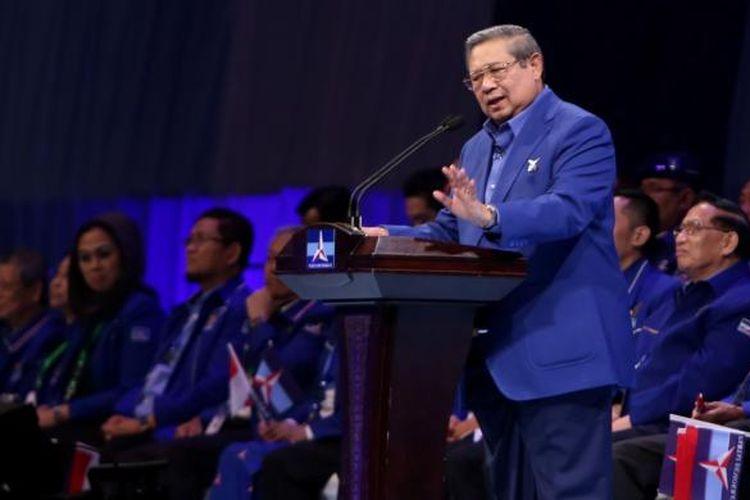 Ketua Umum Partai Demokrat Susilo Bambang Yudhoyono (SBY) saat orasi di Jakarta Convention Center, Jakarta, Selasa (7/2/2017). SBY menyampaikan pidato politik dalam rangkaian Dies Natalies ke-15 Partai Demokrat yang diawali Rapimnas.