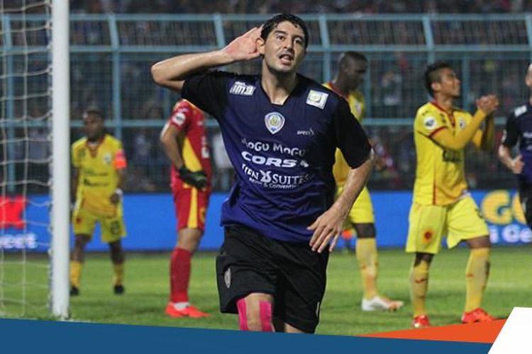 Esteban Vizcarra saat masih berseragam Arema FC.