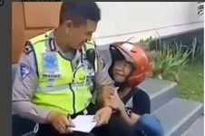 Ditilang, Remaja Ini Nangis di Depan Polisi