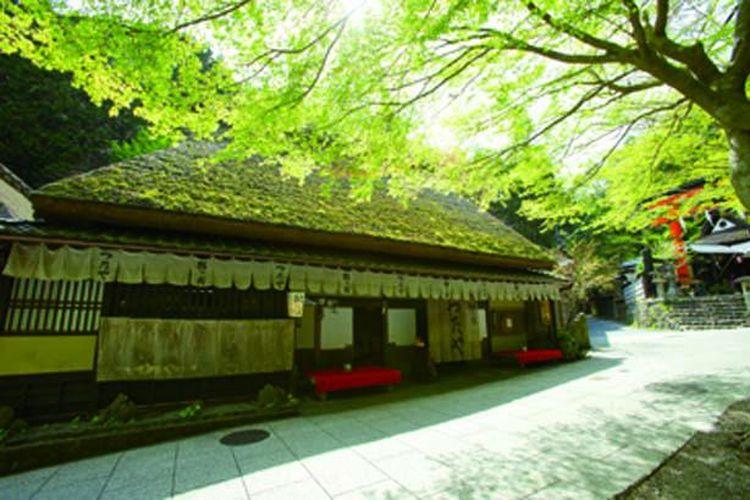Restoran ini mulai didirikan sebagai rumah teh yang menawarkan ayu dan teh untuk pengunjung Gunung Atago pada zaman Edo (1603-1868).