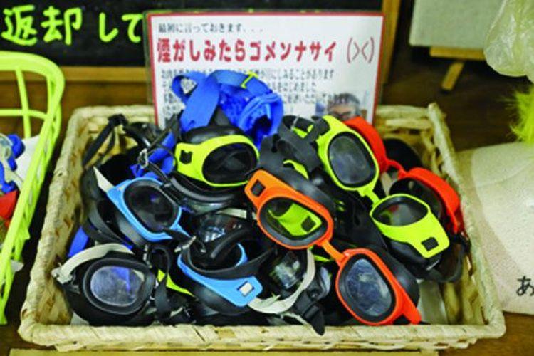 Kacamata renang dapat dipinjam secara gratis.
