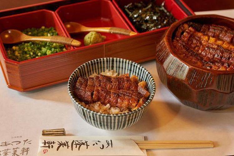 Hitsumabushi yang dijual dengan harga 3,900 yen dimasak dengan arang bermutu tinggi dan memiliki aroma yang dapat memenuhi mulut.