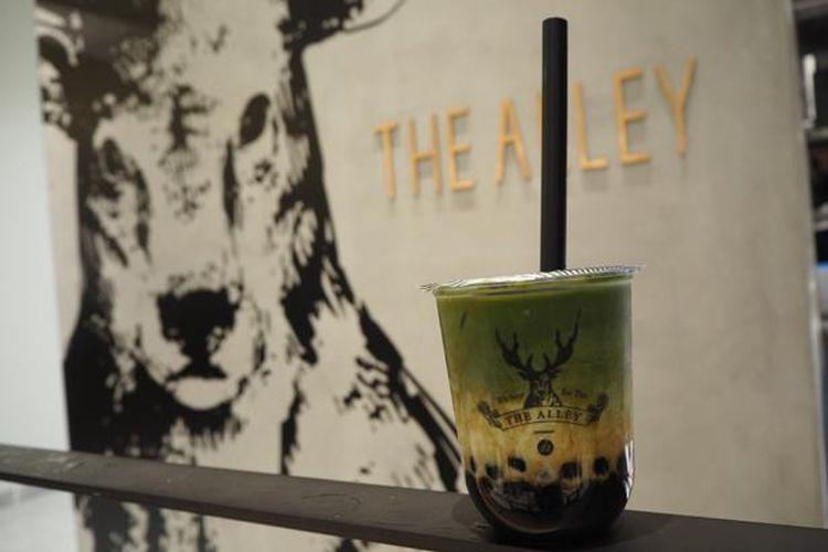 Kokuto Matcha Latte (M) adalah kombinasi klasik gula merah, matcha green tea, dan manisan gaya Jepang.