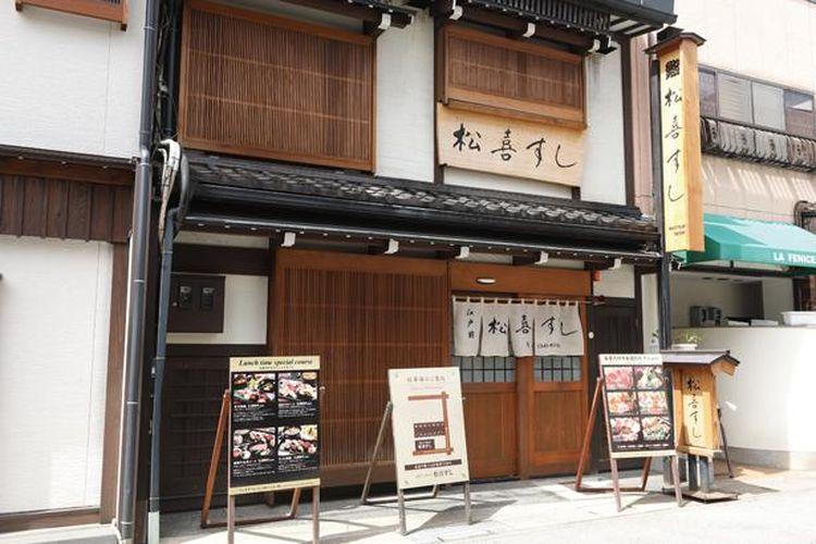 Edomae-style Matsuki Sushi adalah restoran sushi terkenal yang terdaftar di Michelin Guide.