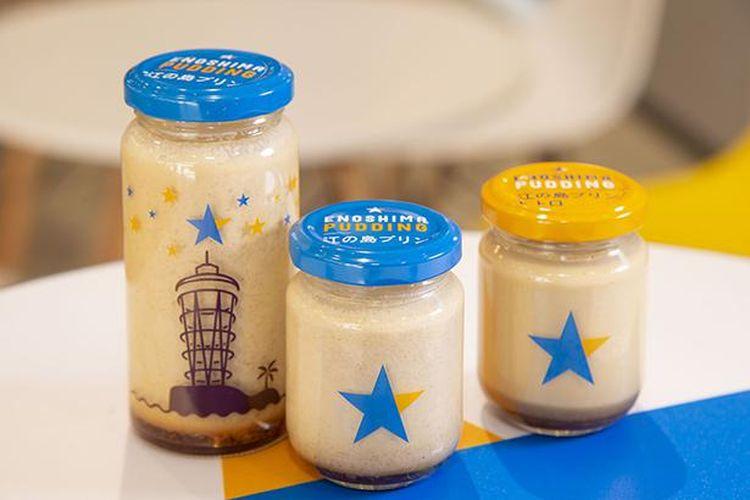 Enoshima Pudding (tengah) dan Enoshima Pudding Retro (kanan) keduanya memiliki tekstur creamy yang tepat.