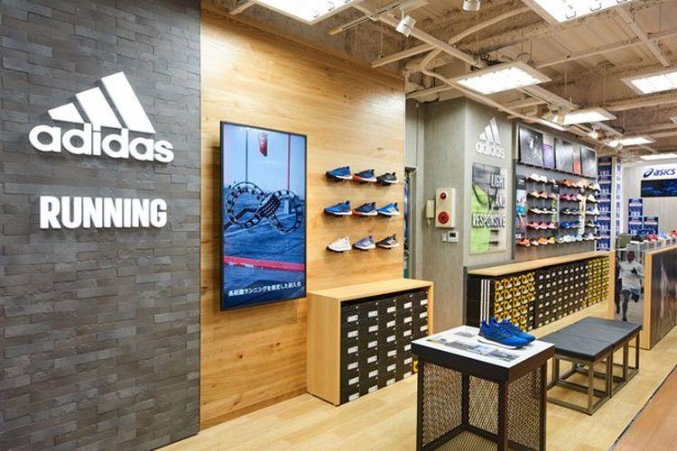 Saatnya membeli sepatu lari baru di Adidas.