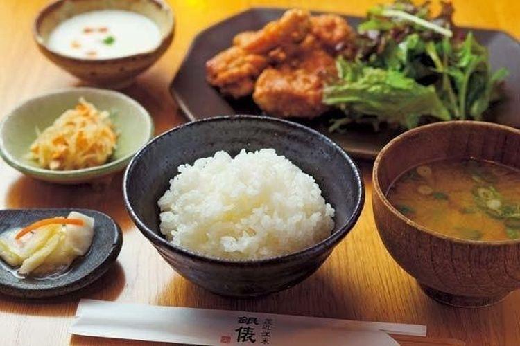 Paket ayam goreng tepung nasi Omi (1.435 yen, tersedia sepanjang tahun)