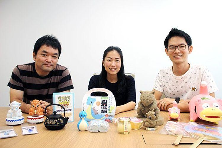 Koji Tamura (kiri), Akiko Tsuda (tengah), and Keita Imamura (kanan) dari The Pokemon Company.