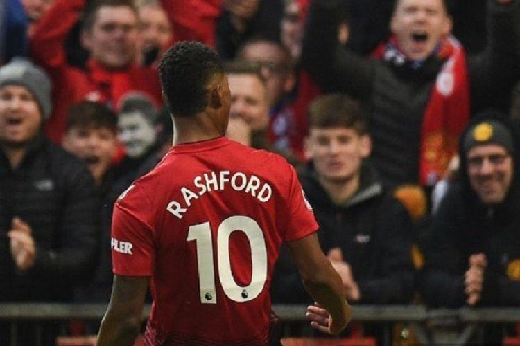 Striker Manchester United, Marcus Rashford, merayakan golnya dalam pertandingan Liga Inggris antara Manchester United dan Brighton & Hove Albion di Old Trafford, Sabtu 19 Januari 2019.