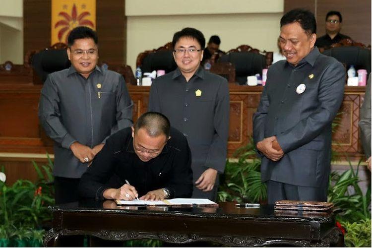 Gubernur Olly Apresiasi Dewan atas Disetujuinya Ranperda