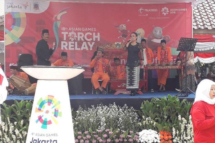 Kelurahan Tanah Sereal menjadi titik start pawai obor Asian Games 2018 di Jakarta Barat pada Kamis (16/8/2018) ini. Mereka menggelar panggung hiburan bernuansa betawi sebelum obor itu tiba.