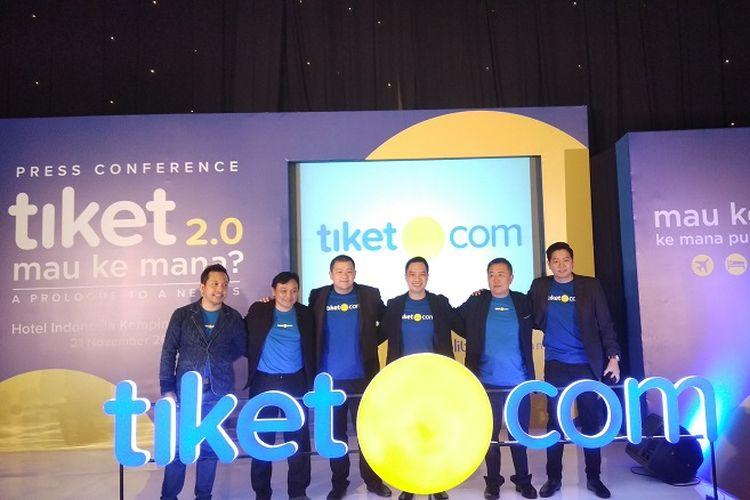 Jajaran manajemen Tiket.com saat meluncurkan logo terbaru di Jakarta, Selasa (21/11/2017).