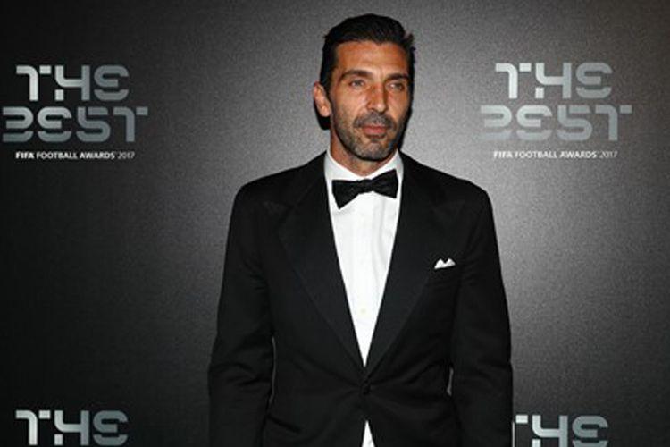 Kiper Juventus, Gianluigi Buffon, hadir pada acara malam penghargaan FIFA The Best Football Awards 2017 di London, Senin (23/10/2017).