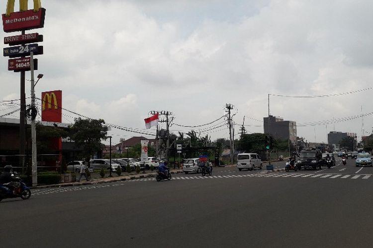Hasil pelebaran Jalan Joglo Raya dari arah Pos Pengumben, Jakarta Barat pada Senin (12/2/2018).