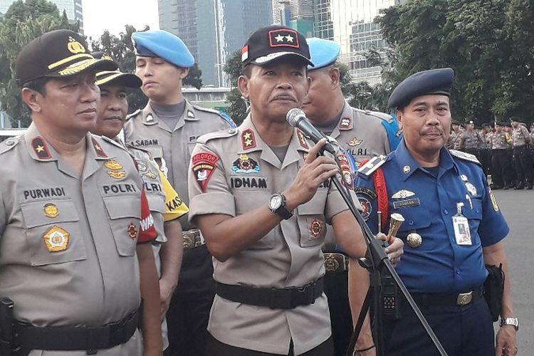 Kapolda Metro Jaya Irjen Pol Idham Azis menyebut sebanyak 5.000 petugas gabungan diturunkan untuk mengamankan gelaran sholat id pada Jumat (15/6/2018).