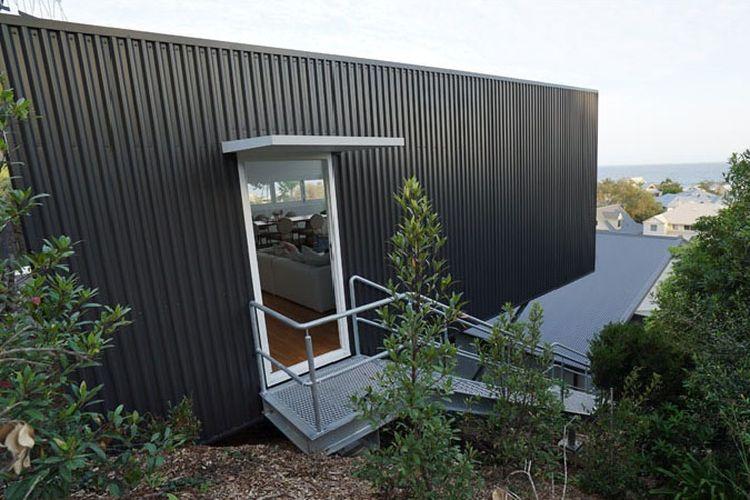 Desain ?The Studio?, sebuah ruang apartemen multifungsi yang dibangun seakan ?menggantung? di sisi lembah.