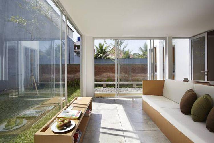 Ruang Keluarga R House at Taman Laguna Karya Sontang M. Siregar