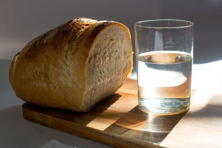 Ilustrasi roti dan air.