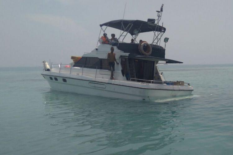 Sudin Kebakaran Sebut Kapal Wisata yang Karam di Keuan Seribu ... on