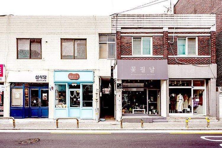 Mangnidan-gil, Seoul salah satu jalanan yang harus dikunjungi wisatawan di Korea Selatan.