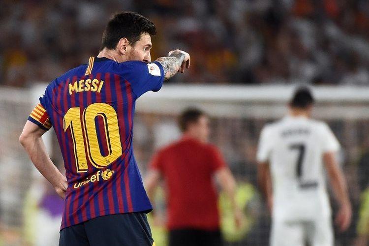 Lionel Messi tampak kecewa seusai laga Barcelona vs Valencia dalam final Copa del Rey 2018-2019 di Stadion Benito Villamarin, 25 Mei 2019.