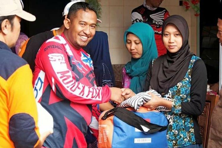 Wakil Bupati Sumenep Ahmad Fauzi bertemu dengan warga dalam balutan kostum trail.