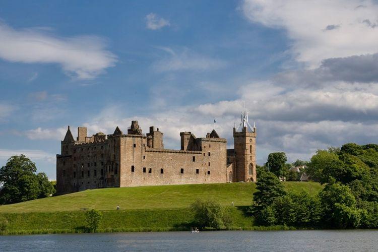 Istana Linlithgow, tempat kelahiran Mary sang ratu Skotlandia.
