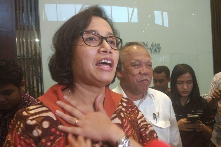 Menteri Keuangan Sri Mulyani dan Menteri Pekerjaan Umum dan Perumahan Rakyat (PUPR) Basuki Hadimuljono di Kementerian PUPR, Jakarta, Senin (19/2/2018)