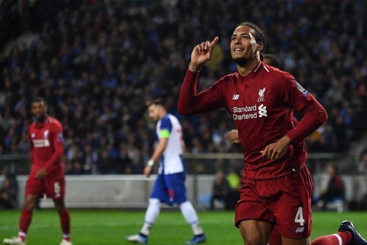 Virgil van Dijk merayakan golnya pada pertandingan FC Porto vs Liverpool dalam perempat final Liga Champions di Stadion Do Dragao, 17 April 2019.