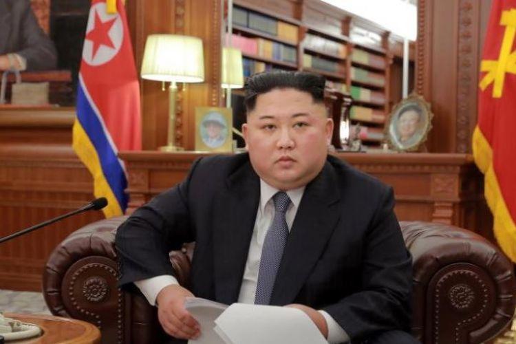 Korea Utara Kim Jong Un menyampaikan pidato untuk menandai Tahun Baru di lokasi yang dirahasiakan pada 1 Januari 2019. (AFP/KCNA via KNS)