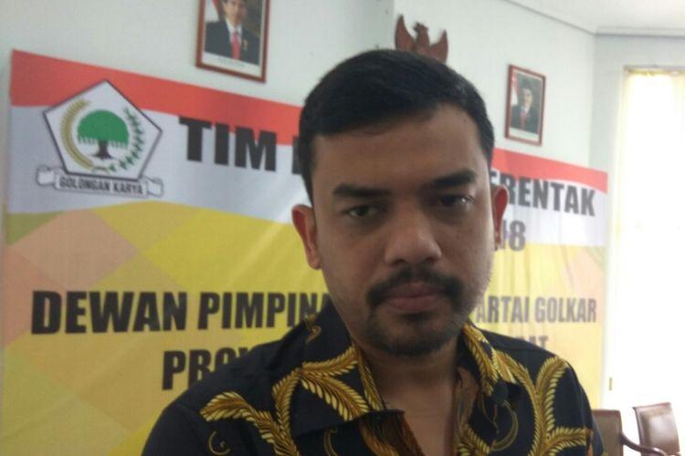 Wakil Sekretaris Jenderal DPP Partai Golkar, Maman Abdurrahman saat memberikan keterangan di kantor DPD Golkar, Jalan Ahmad Yani, Pontianak, Kalimantan Barat (7/10/2017)