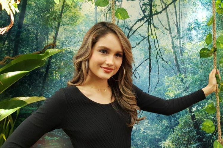 Aktris peran Cinta Laura Kiehl saat pembukaan gerai The Body Shop, Paris Van Java, Bandung.
